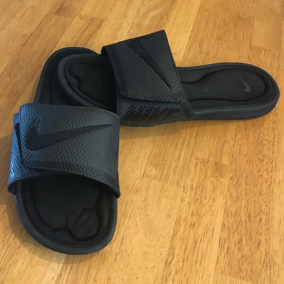 Men's size 9 Nike slides